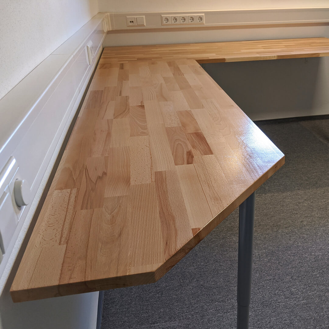 Gaming Room 18 - Schreibtisch 3