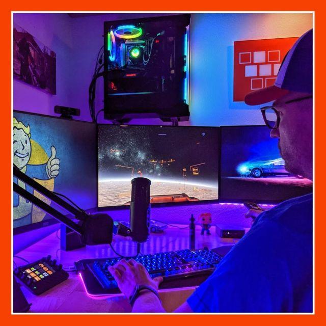 Servus Freunde 🕹️ Seid ihr gut in die Woche gestartet? ▫️ Wie in den letzten Beiträgen unschwer zu erkennen, bin ich zurzeit im Star Citizen Fieber. Auch heute Abend werde ich mich wieder in mein Cockpit setzen 😁 ▫️ Finden wir hier 10 Leute, die ebenfalls im Verse unterwegs sind? ▫️ ▫️ #StarCitizen #verse #cockpit #triplescreen #robertspaceindustries #cloudimperiumgames #spacegame #gamer #joystick #streamingsetup #gamingsetup #germangamer